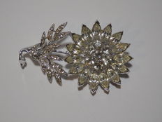 Albert Weiss - Striking brooch with Austrian crystals.