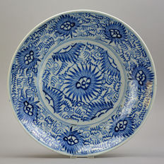 Large Starburst plate - China - early 19th century
