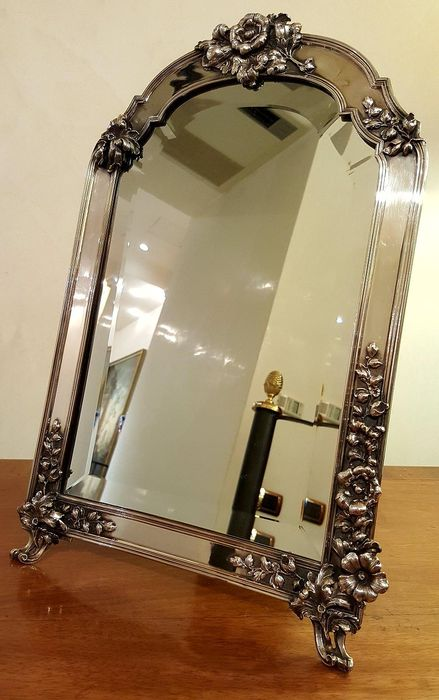 Valuable Florentine mirror frame in chiselled Silver