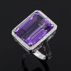 Amethyst and Diamond 18 kt (750/1000) white gold ring - 13.41 ct amethyst - 0.30 ct diamonds - Size 15 (SP)