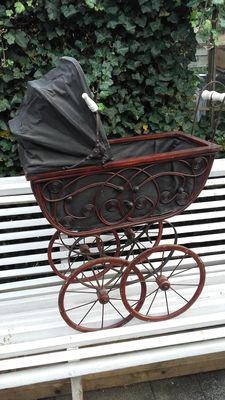 Beautiful dolls pram.