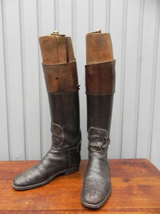 Pair of riding boots with wooden mould