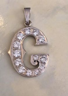 14 kt white gold G letter pendant, set with approx. 1.30 ct brilliant cut diamonds, G/VS/SI - Pendant length is 3.2 cm - width 1.7 cm