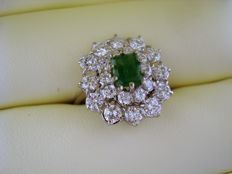 18 kt gold ring, with 0.75 emerald ring, and 1.80 ct diamonds.