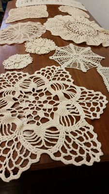 Huge lot of 10 doilies from an Italian private collection, first half of the 20th century