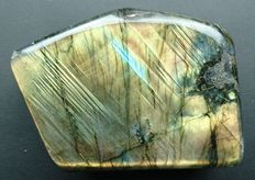 Labradorite - 92 x 69 x 40 mm - 482gm