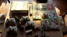 Microsoft Xbox 360 Fat incl. 4 controllers and 8 games