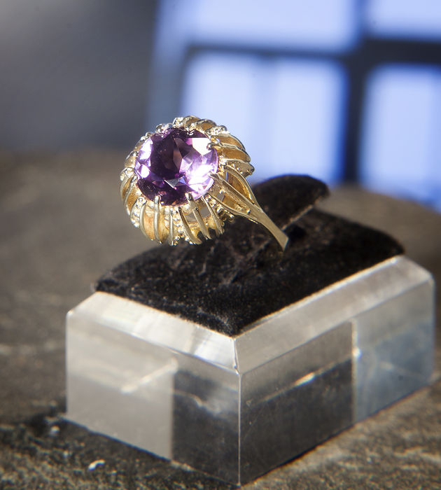 Entourage / Cocktail Ring with an Amethyst of ca. 5 ct.,