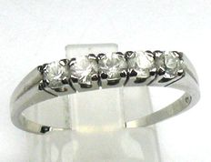 14kt white gold ring with 5 white topazes, size: 64/20.3mm