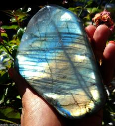 Labradorite polie - 115 x 81 x 43 mm - 700 gm