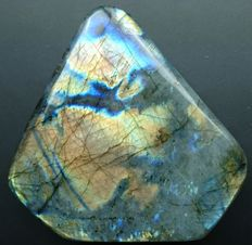 Labradorite - 125 x 127 x 38 mm - 995gm