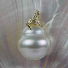 White South Sea pearl pendant 15.1 mm 14 kt
