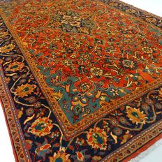 """Sarough Mahal - 332 x 220 cm - """"Impressive Persian XL-rug - Richly decorated and in mint condition""""."""