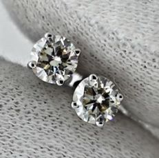 Earrings with diamonds totalling 1.06 ct (Colour: H – Clarity: VS2)