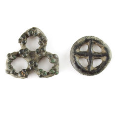 Celts - 2 pieces of bronze ringmoney, including a trilobe type, 1st century BC. - 25,4 - 19,9 mm (2x)