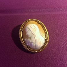 Antique brooch with a very pretty scalloped gold plated frame - Beautiful profile of the Virgin Mary on genuine Cameo.
