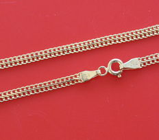 18 kt yellow gold Viyana chain.