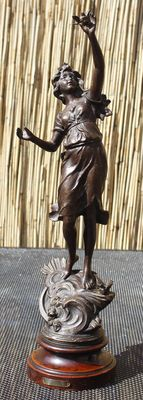 """Zamak sculpture of a lady with a dove - titled """"L'Air"""" - France - approx. 1900"""