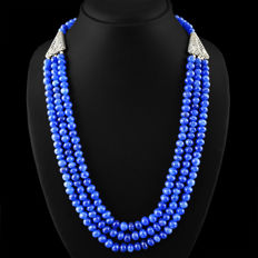 Necklace with three strands of natural sapphire, 540 ct with silver details