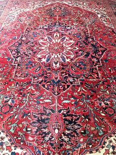 Beautiful Persian Iran Old Heriz Hand knotted 420x315 cm circa 1940 with certificate of authenticity