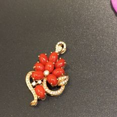18kt rose gold with red coral pendants with diamonds 0,36ct -2.9x3.5cm