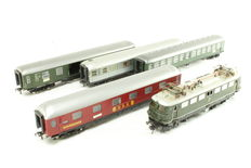 Fleischmann H0 - E40 Eloc/1502B/1504/1505B/1513 - E40 Electric locomotive with 4 carriages of the DB