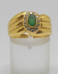 Yellow gold (18 kt) ring with emerald and zirconias