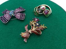 Three vintage Americans brooches in purple color - one flower bouquet is signed Monet