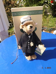"""Steiff 655241 Teddy """"Eiserner Gustav"""" in original box with certificate, from a limited series - Germany"""