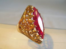 Large Victorian gold ring with Verneuil ruby 583 rose gold