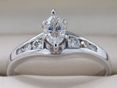 White gold diamond ring with 0.33 central stone / 0.53 ct in total / VVS2/SI2 / H-J colour
