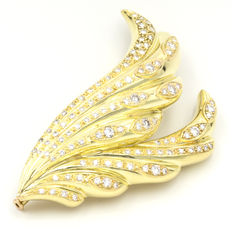 Yellow gold brooch with 3.2 ct diamonds