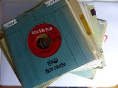 Country singles, 50 records from various artists - 1950s/60s/70s/80s (50 singles)