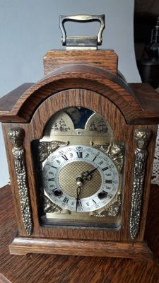 Franz Hermle – Bracket – Table clock – Period 20th century.