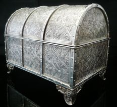Large Silver Jewelry Casket, 20th Century, 2126 grammes silver weight