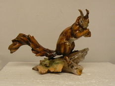 Tay - Beautiful sculpture of a squirrel