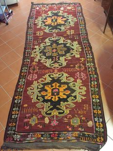 Authentic Anatolian Kars Kilim  Dimensions: 150 × 395 cm. Dating back to 1962 with flat weave with slits and visible cropped and firmly beaten weft for the necessary polychromy; Border with 'Gul Farengh' motifs and working tools.