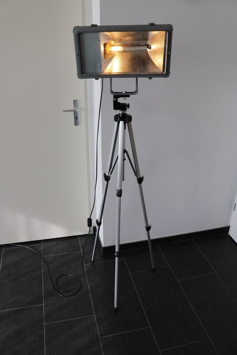 Industrial design stand/tripod led flashlight