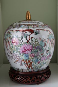 A famille rose ginger jar and cover - China - second half 20th century