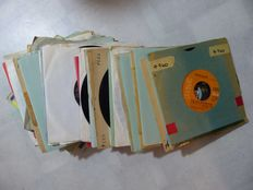 R&B and Soul singles, 50 records from various artists - 1950s/60s/70s/80s (50 singles)