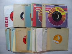 Pop/Rock records, 50 singles from various artists - 1950s/60s/70s/80s (50 singles)