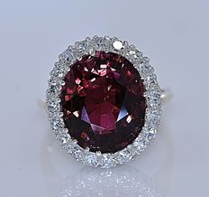 7.5 Ct  red Tourmaline and Diamonds ring - Size: 12.5 - No reserve price!