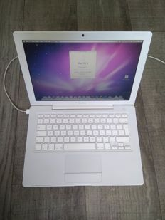 "Apple MacBook 13"" White - Intel Core2Duo 2.1Ghz CPU, 2GB RAM, 120GB HD - with original charger - model nr A1811 - late 2007"