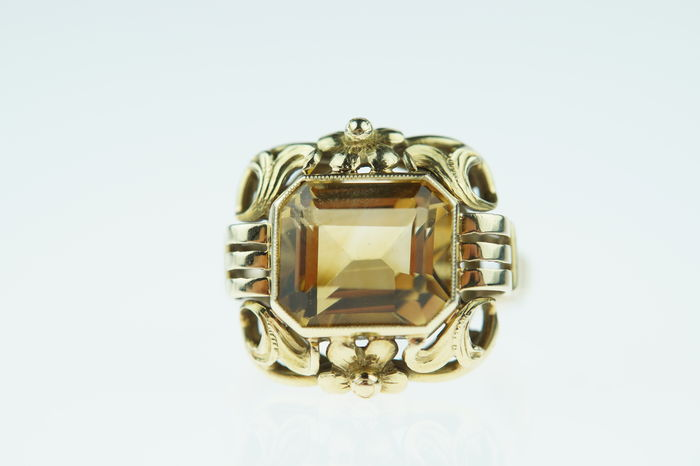 14 kt gold ring set with attractive citrine, solid construction, ring size 17