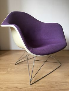 Charles & Ray Eames for Herman Miller (Contura/Fehlbaum production) - Low Arm-chair Rod-base, with original cat's cradle base