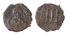 Byzantine empire - Lot comprising 8 AE coins; 7 various AE denominations (Follis, Half Follis, Tetarteron) of the Late Byzantine Empire and a AE Follis of Maurice Tiberius. 582-602 AD., Theupolis Mint