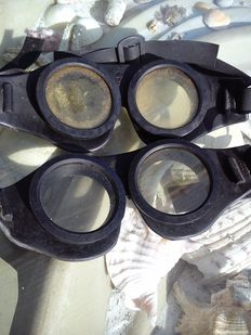 Lot of 2 rubber pilots spectacles from WW2