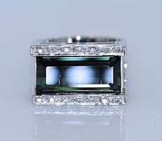 7.40 Ct Green Tourmaline and Diamonds ring - Size: 15 - No reserve price!