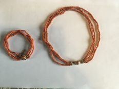 Precious coral bracelet and necklace with gold clasps, around 1880