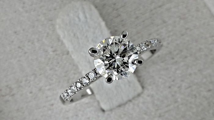 0.82 ct round diamond ring made of 18 kt white gold  ***No Reserve Price ***